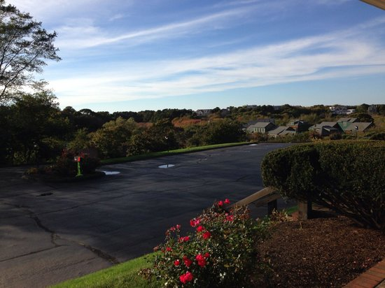 The Seaglass Inn & Spa : View from the room and parking lot - off season OCT
