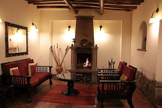 Andenes al Cielo: Fireplace common room.
