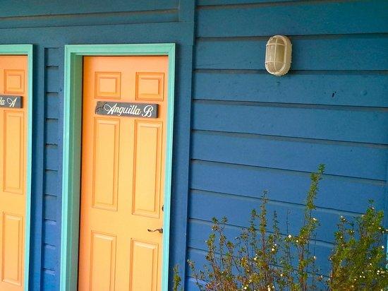 Islander Inn: Door to room