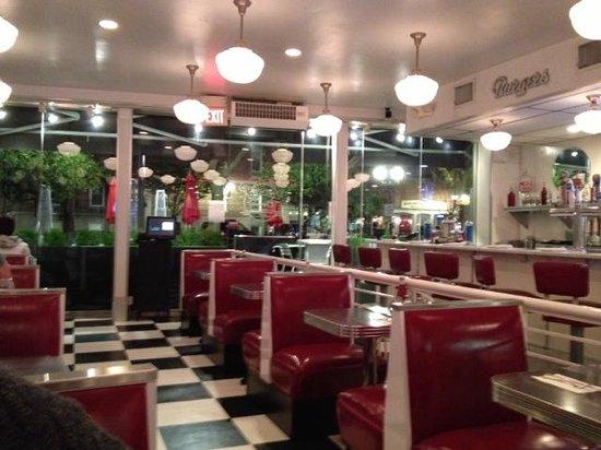 Lucky's Classic Burger & Malt Shop: Lucky Find!