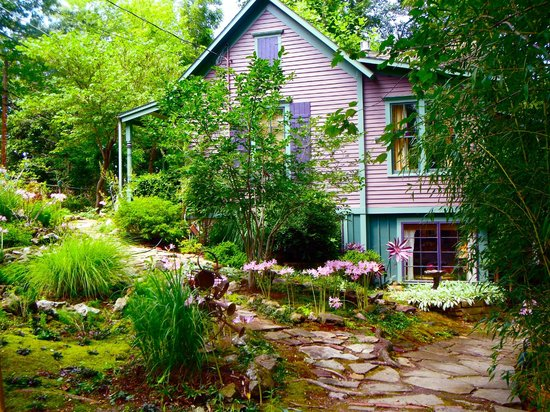 Photo of Belladonna Cottage Eureka Springs