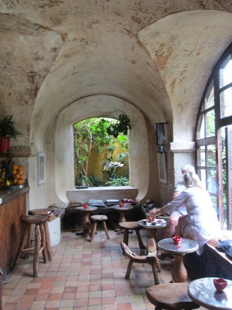 La Colombe D'Or : Inside the Bar Area