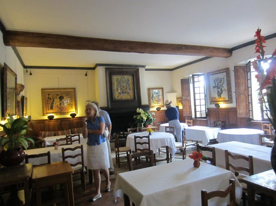 La Colombe D'Or : Inside dining room hung with art
