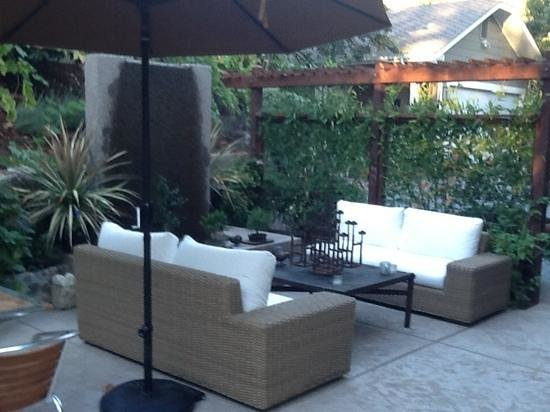 The Chanric Inn: A very relaxing spot to sip expresso...