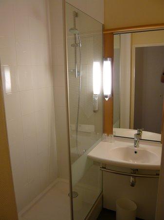 Ibis Annecy Centre Vieille Ville : bathroom