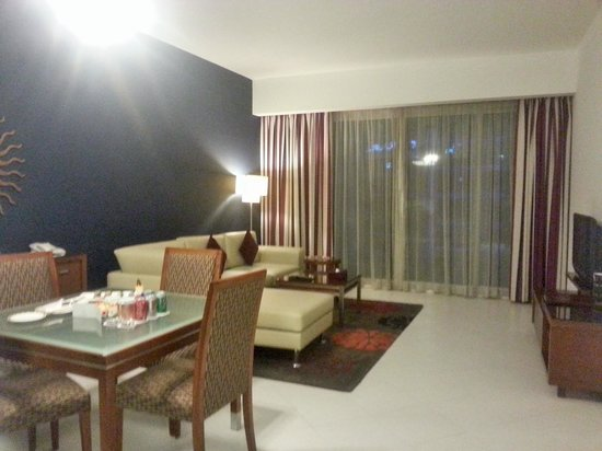 Flora Creek Deluxe Hotel Apartments: lounge