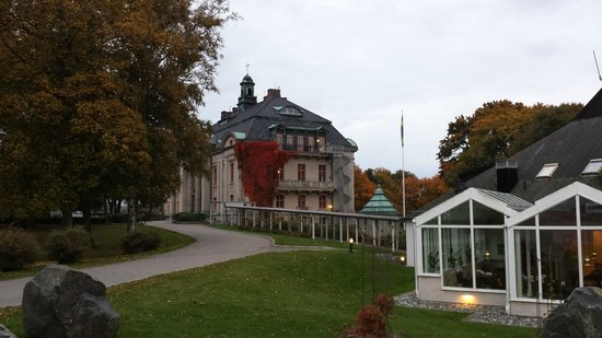Orenas Slott: Slottet från ankomstvy/Castle from arriving angle