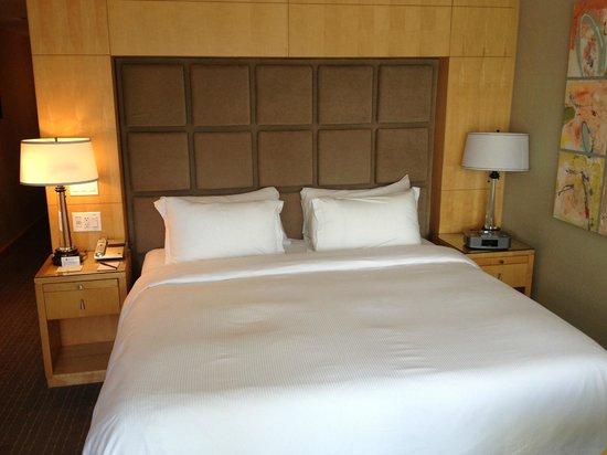 SoHo Metropolitan: King Size Bed