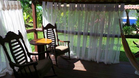 La Quinta de Sarapiqui Country Inn : Ieder kamer heeft een afgeschermd terrasje.