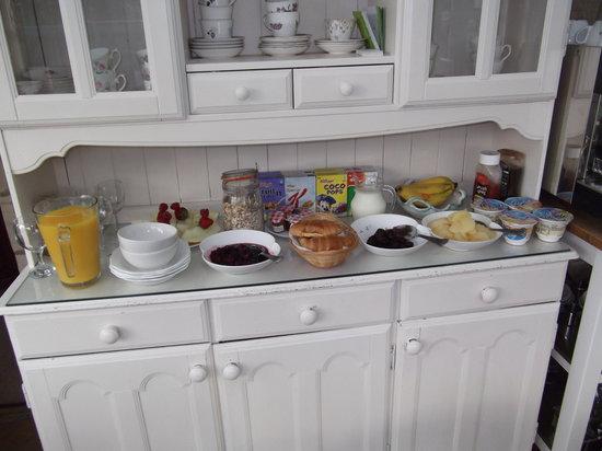 The Woodlands: Continental Breakfast Bar