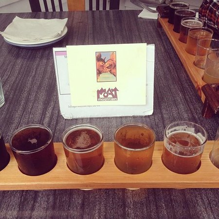 Moat Mountain Smokehouse: Beer Sampler