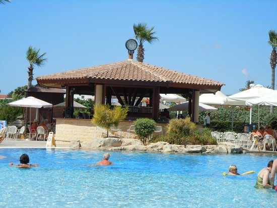 Atlantica Golden Beach Hotel : pool bar