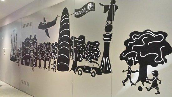 Sensation Sagrada Familia: Lobby mural