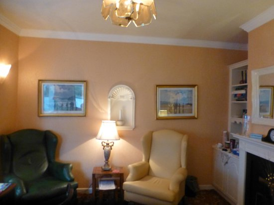 Windway House: Front lounge