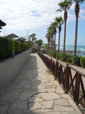 Atlantica Golden Beach Hotel: pathway to beach/bar/restaurant