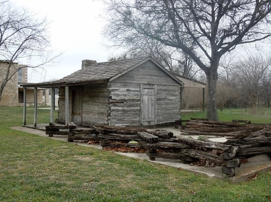 Dublin, TX: Log cabin built in 1855.