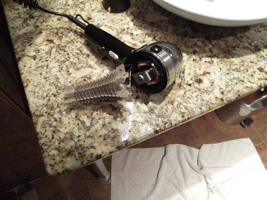Movenpick Resort & Marine Spa Sousse: Hair drier fallen apart