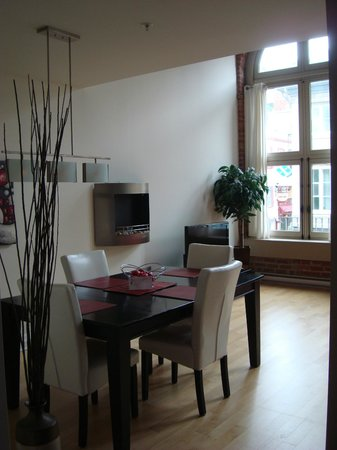 Les Lofts 1048 : Dining/Living Room