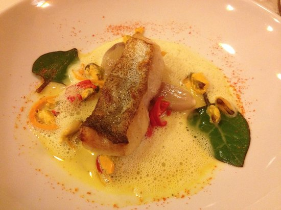 Restaurant la Falaise: Pan fried hake in a light cream broth with curried mussels