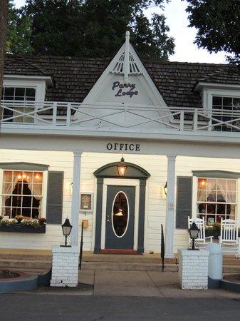 Parry Lodge : FACADE DE L'HOTEL