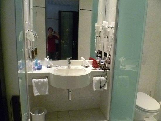 Hotel Allegra: Bathroom