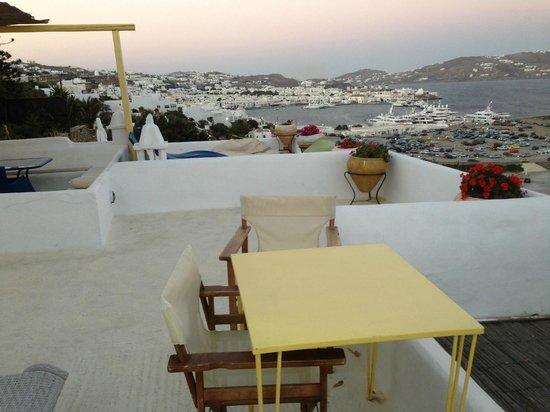 Omiros Hotel: dal nostro terrazzo privato!vista su Mykonos Town(Chora)