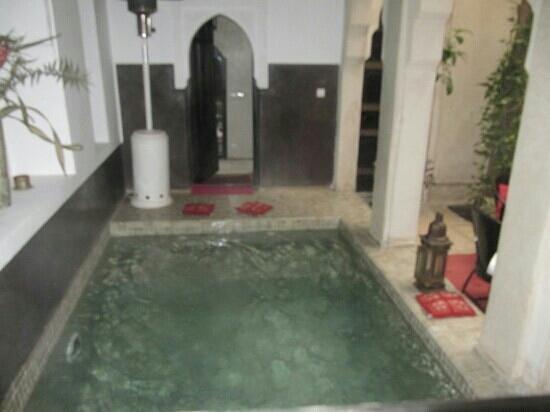 Riad Diana : kleiner aber feiner pool ;-)