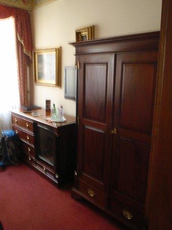 Hotel U Zlateho Stromu: more room decor, sorry about the camera shake!
