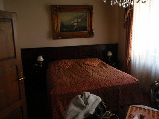 Hotel U Zlateho Stromu: bed!