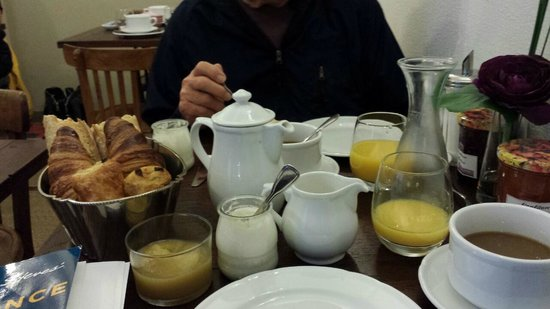 Hotel Arvor : Breakfast