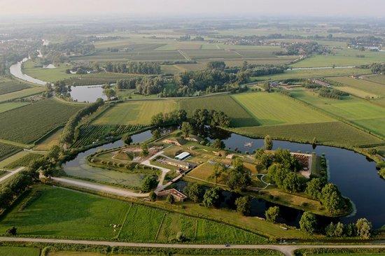 Geofort temidden in het polderlandschap