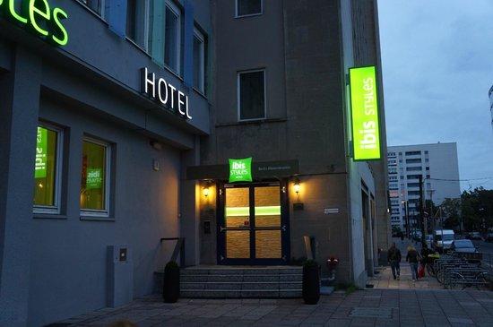 Ibis Styles Berlin Alexanderplatz: front door