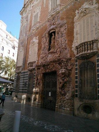 Museo Nacional de Cerámica y de las Artes Suntuarias González Martí: Fachada puerta principal