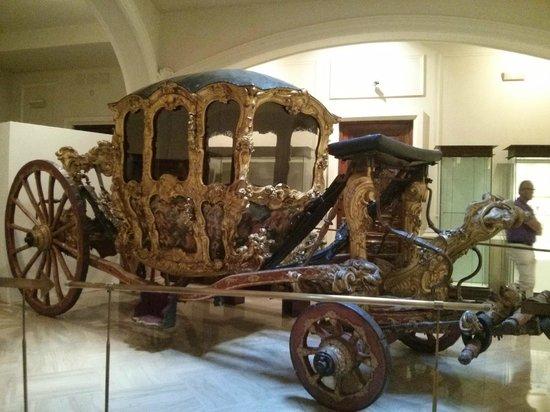 Museo Nacional de Cerámica y de las Artes Suntuarias González Martí: Carruaje de los señores