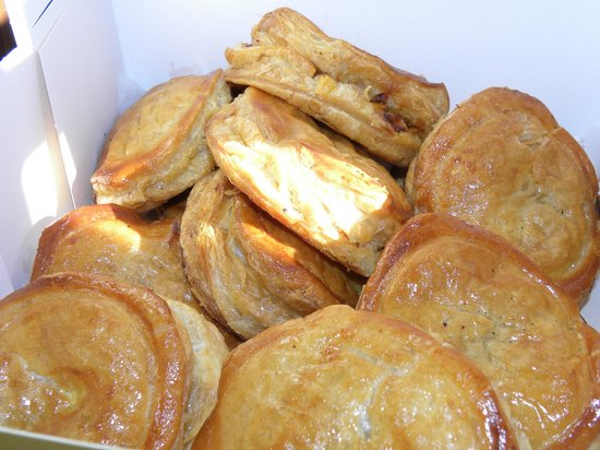 Porto's Bakery & Cafe: Heavenly meat pies!
