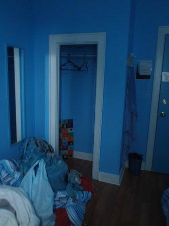 HI- Niagara Falls: Closet