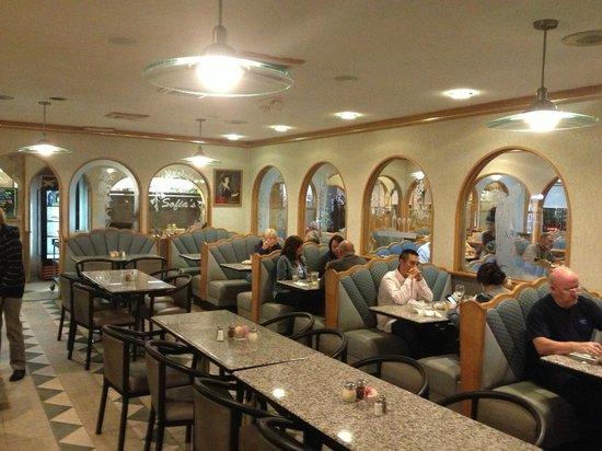 Sofia's Restaurant: Dining rooom