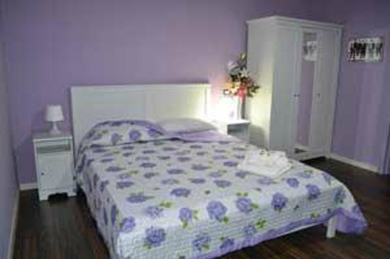 Camera da letto Lilla - Picture of B&B Le Camere dell\'Arcobaleno ...