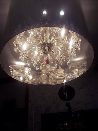 San Siro 47: Chandelier in the Hollywood Room