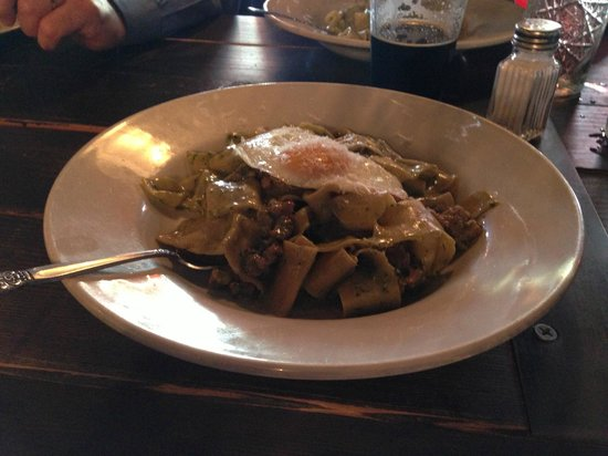 Flying Pig Pub & Kitchen: Pork sausage pasta with egg