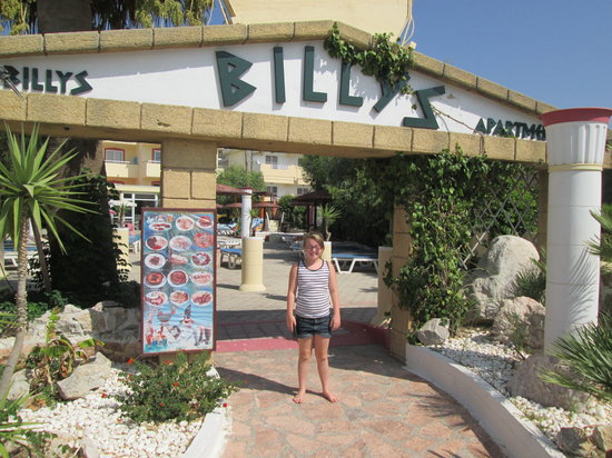 Billy's Studios: Mia outside Billys