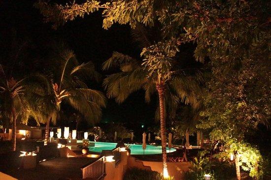Paradee Resort: The hotel at night