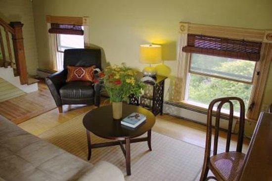 Mt. Philo Inn: Carriage House living room