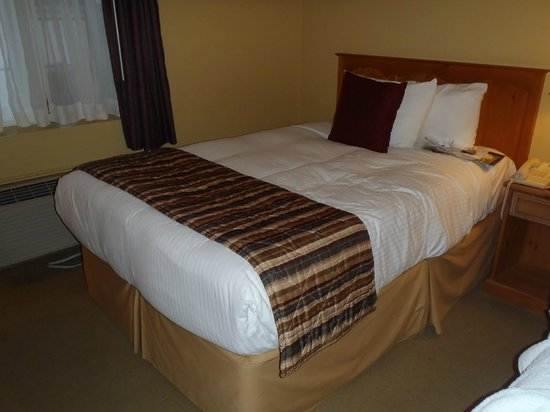 Best Western Colonel Butler Inn: Comfy cozy bed