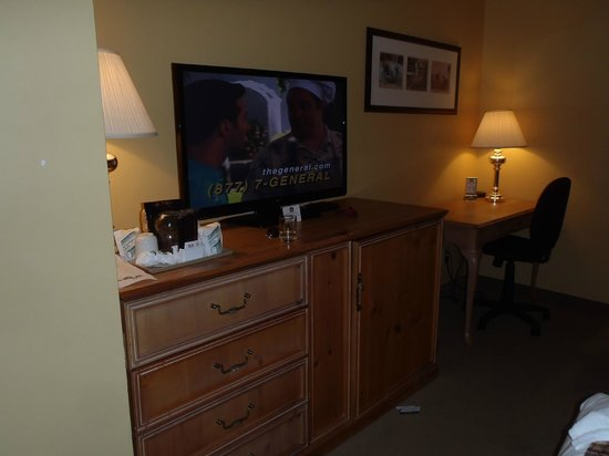 Best Western Colonel Butler Inn: TV with lots of channels