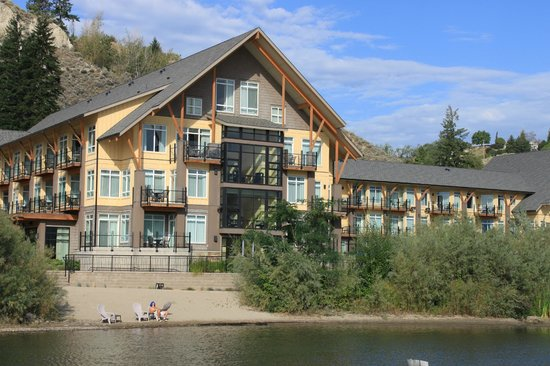 Summerland Waterfront Resort & Spa: Summerland Waterfront Resort - view from the pier