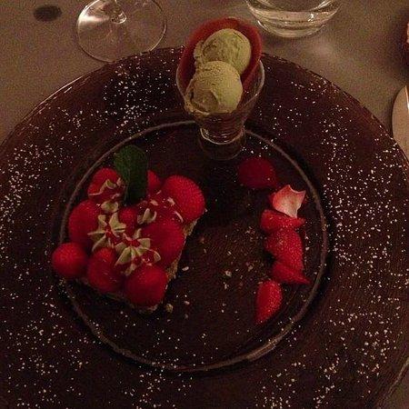 Moulin de Lourmarin : Sobremesa suspiro de pistache e morangos