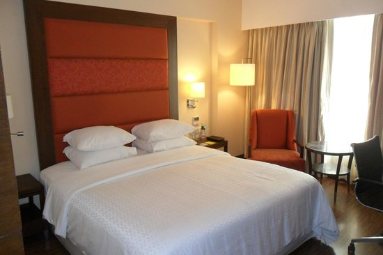 Four Points by Sheraton Ahmedabad: Excellent Comfortab;le bed - Queen size