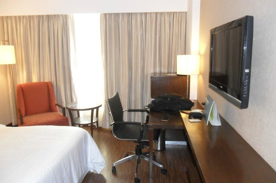 Four Points by Sheraton Ahmedabad: Study area/ Business working  and Large Window for Outside view