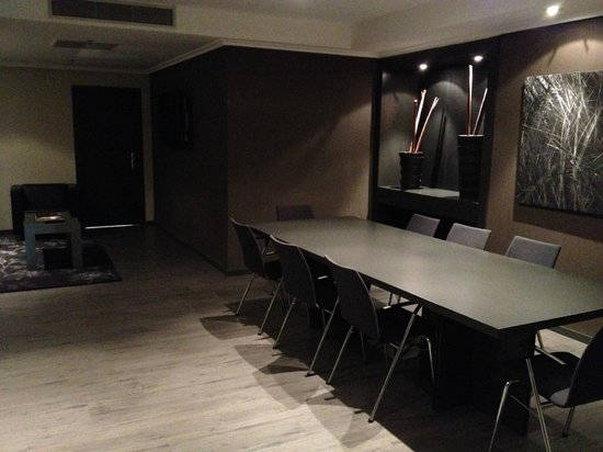 AC Hotel General Alava: The conference room in our suite!